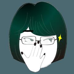 ショートヘアのメガネ女子